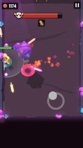 紫のロボットがジャンプ攻撃をしているところ