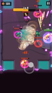 緑のロボットがジャンプ攻撃をしている