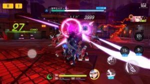紫の女剣士の強力な一撃